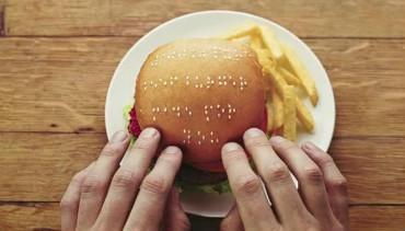 """Hambúrgueres em braile permitem a deficientes visuais """"ler"""" o que comem"""