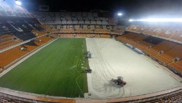Estádio do Valência CF com relva nacional