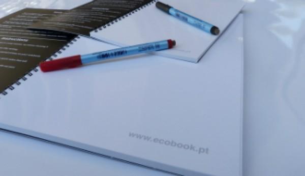 O caderno reutilizável inspirado nos quadros da escola