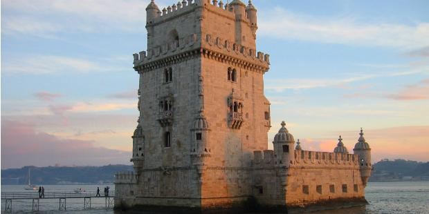 EF abre primeira escola de português