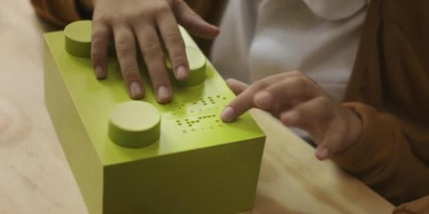 Brinquedos em braille para crianças invisuais