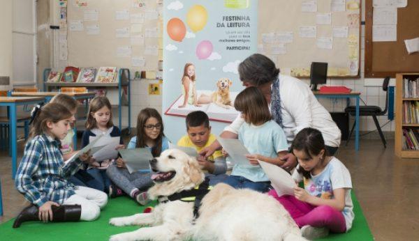 Cão chamado Pi ajuda crianças a ler