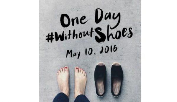 Uma foto descalço = Uma criança calçada