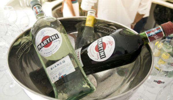 Martini apresenta novo design em sunset