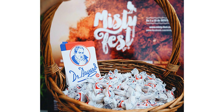 Dr. Bayard oferece rebuçados no Misty Fest