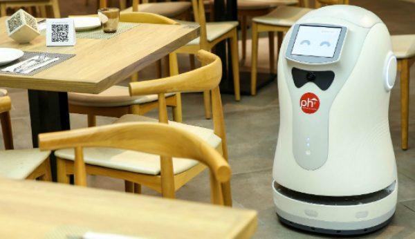 Robot dá as boas-vindas em restaurante da Pizza Hut