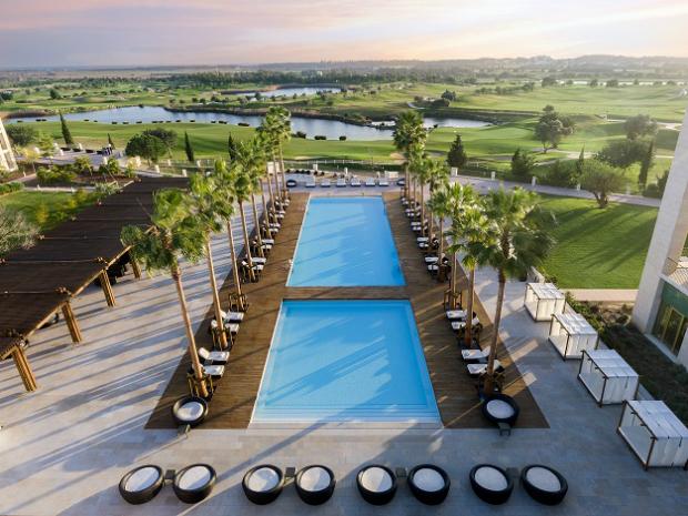 Anantara Vilamoura - Piscina e campo de golfe 1