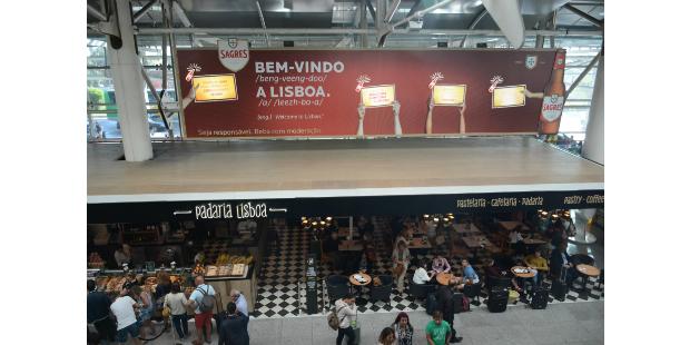 Mensagens de boas-vindas personalizadas no aeroporto