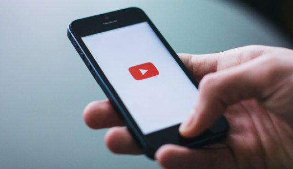 Máquinas ajudam YouTube a sinalizar vídeos para remoção