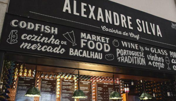 Chef Alexandre Silva renova espaço no Mercado da Ribeira