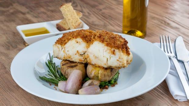 bacalhau com broa e espinafres