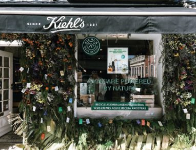Uma instalação de flores powered by Kiehl's