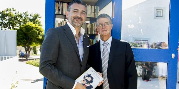 Há uma nova cabine telefónica cheia de livros em Lisboa