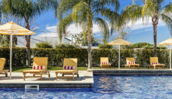 Filme junto à piscina é no The Magnolia Hotel