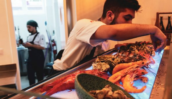 Chef Rodrigo Castelo abre restaurante de marisco de rio