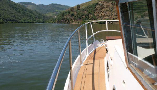 Há um novo wine boat a navegar no Douro