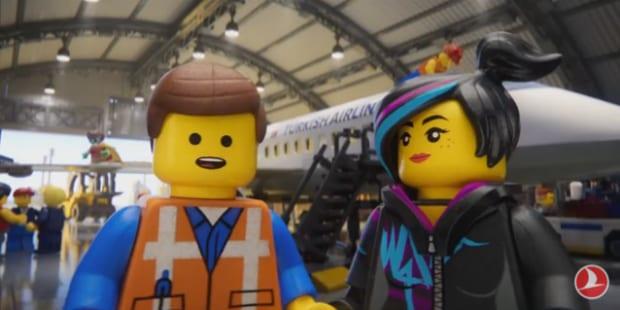 Lego ensina a viajar de avião em segurança