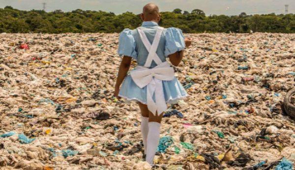 Artistas brasileiros expõem no Maus Hábitos