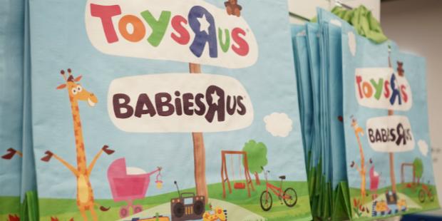 """Youtubers em digressão pela Toys""""R""""Us"""